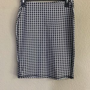 Old Navy Black & White Pull on Skirt